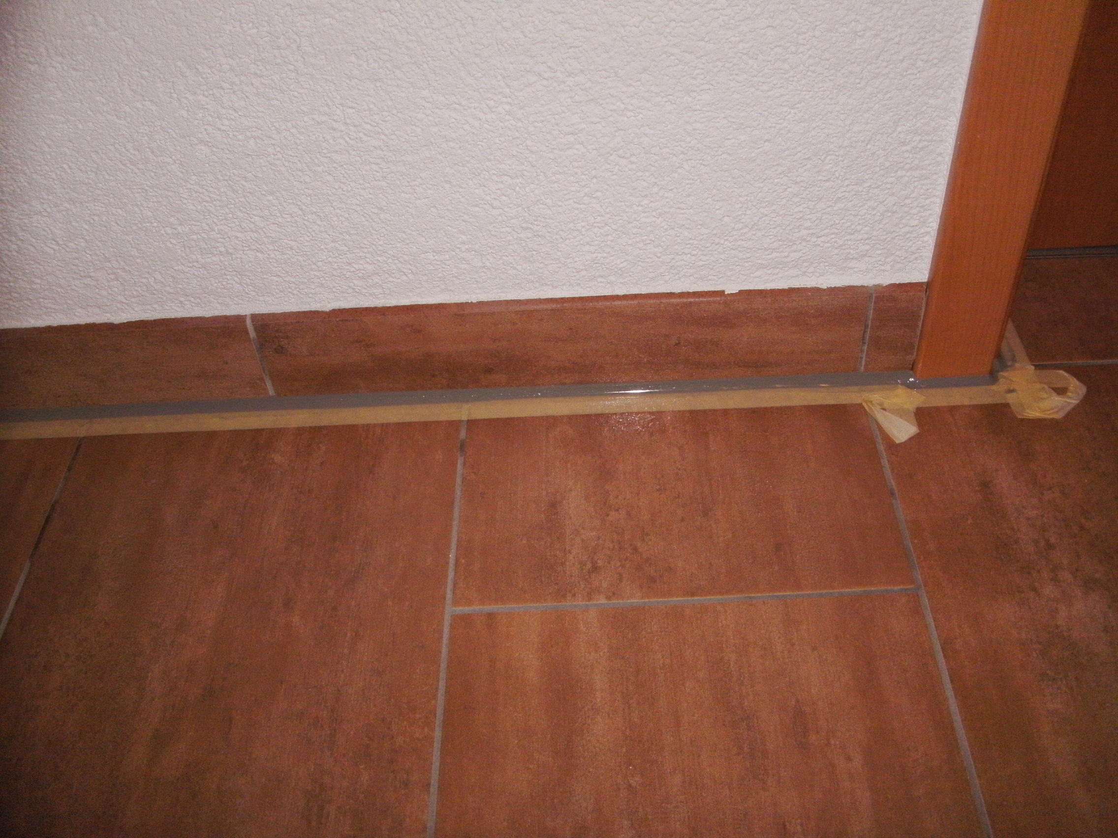 3 probleme mit elastischen fugen herstellung einer sockelanschlussfuge. Black Bedroom Furniture Sets. Home Design Ideas